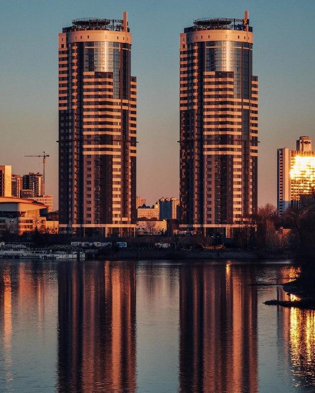 Наши столичные башни-близнецы от @fantakr