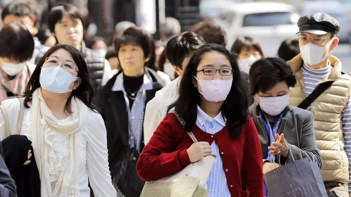 Эпидемия вспыхнула в Китае еще в декабре 2019 года, однако первая смерть случилась уже в январе 2020-го