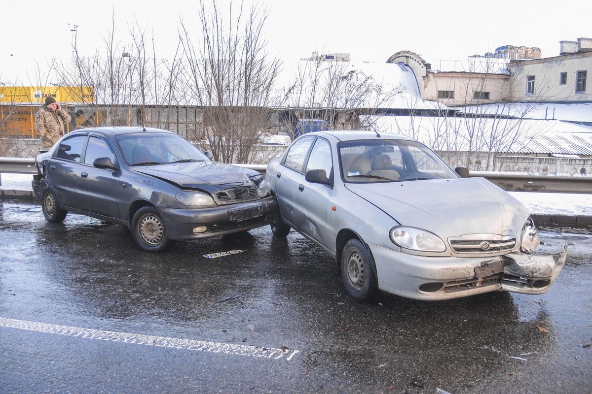 Все машины разбросало по дороге