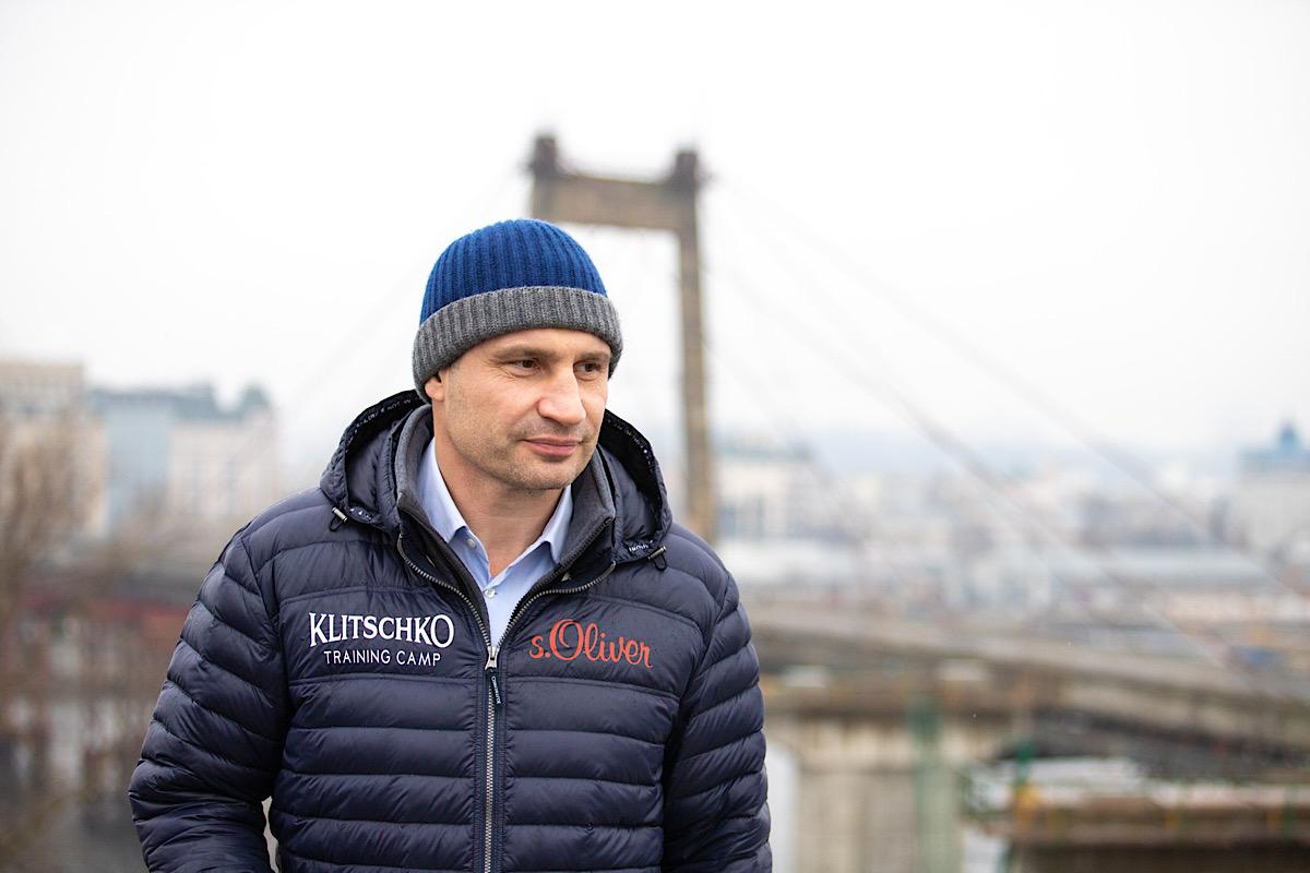 Кличко побывал на Подольско-Воскресенском мосту, чтобы увидеть прогресс работ