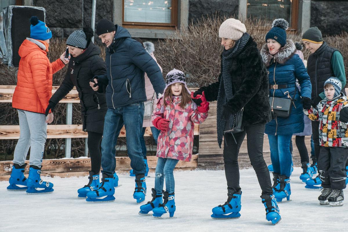 На коньках всей семьей