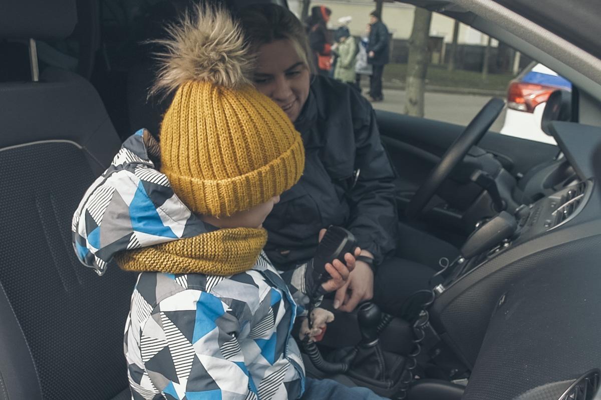 Наверное, каждый мальчишка мечтал стать полицейским и ловить бандитов!