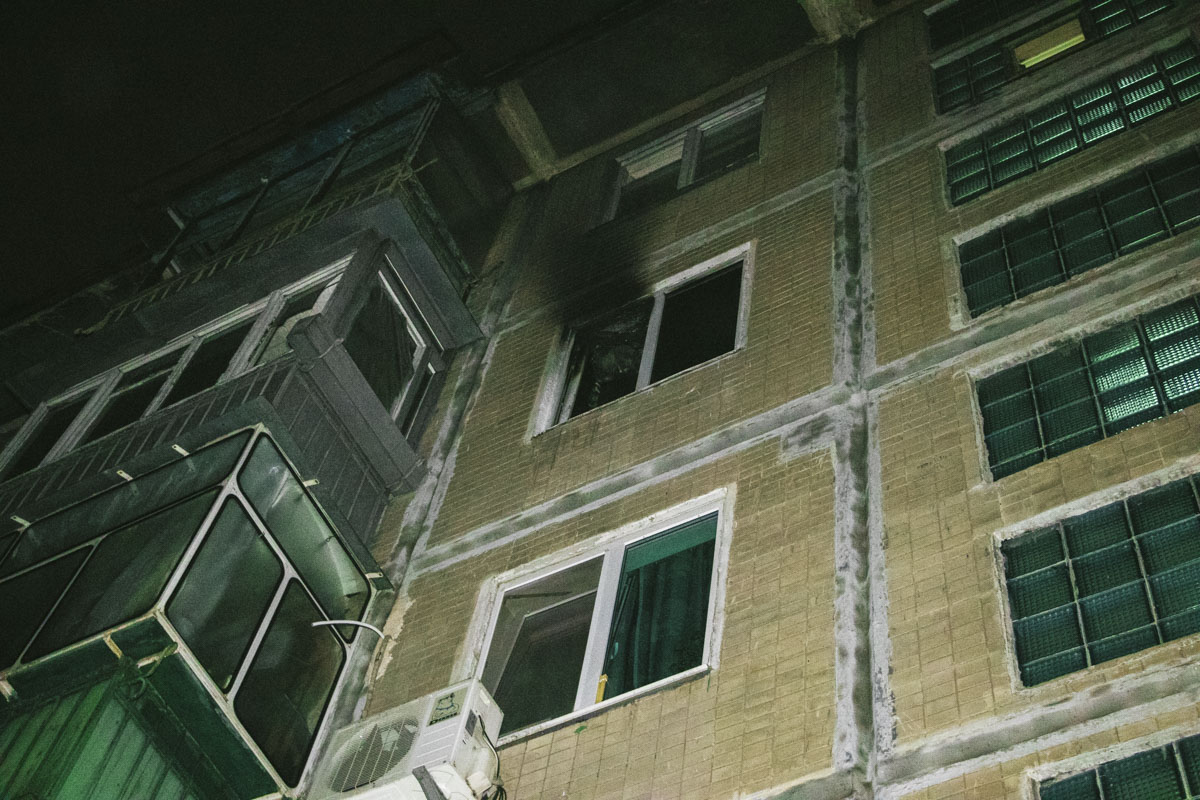 Языки огня вырывали из кухни на четвертом этаже