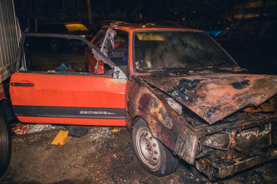 Автомобиль ВАЗ-2108 горел во дворе