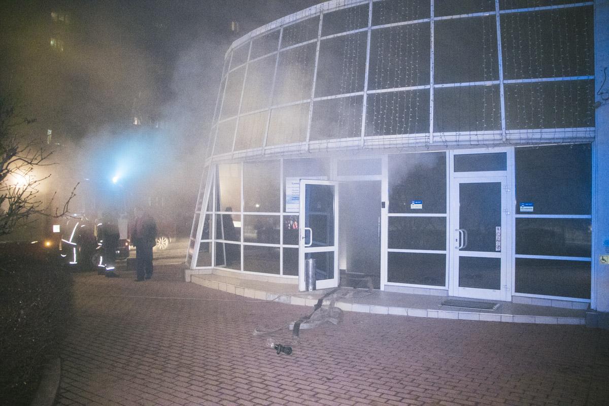 Здания оказалось полностью охвачено дымом