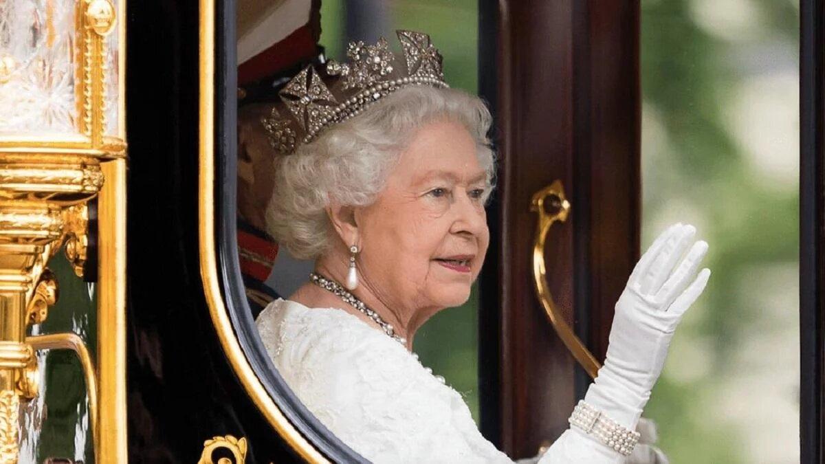 """Елизавета II одобрила """"самостоятельный"""" путь принца Гарри и Меган Маркл"""