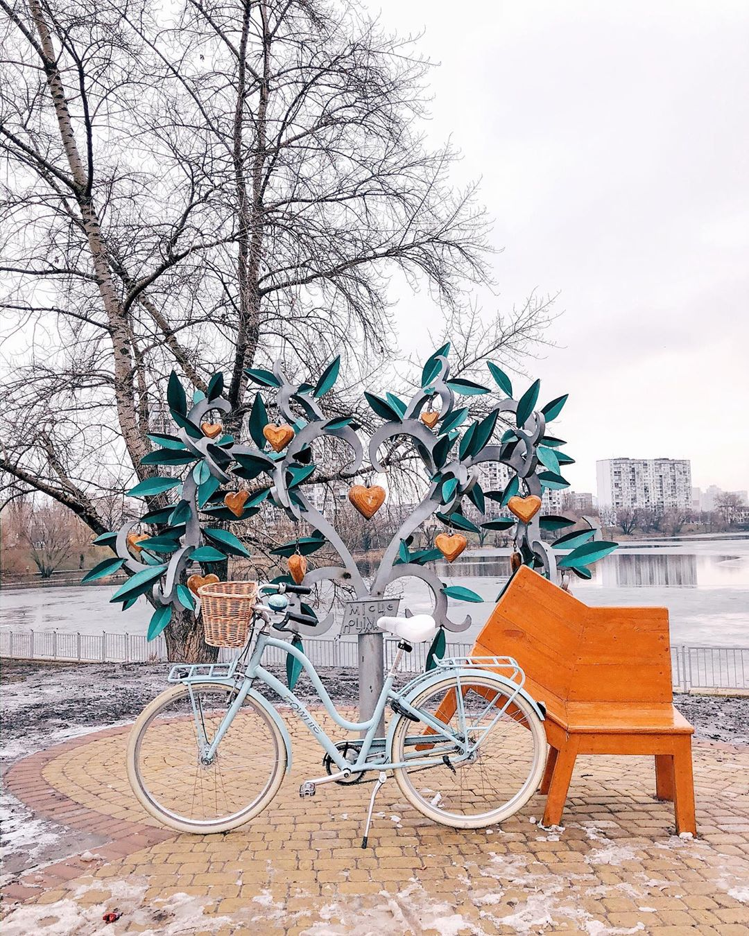 К тому же, нынешняя зима - отличный повод для вот таких снимков с велосипедом. Фото - @nastia_koriak