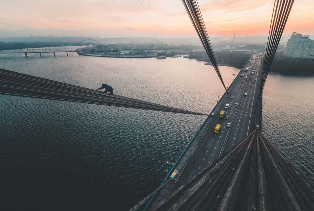 Еще один необычный ракурс со столичным мостом. Фото - @marmeladdov