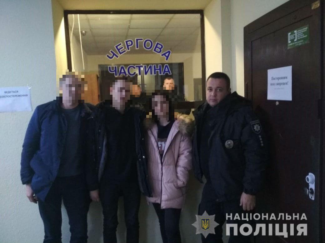 16-летние подростки из Киева украли у родителей деньги, изменили внешность и уехали жить в Одессу