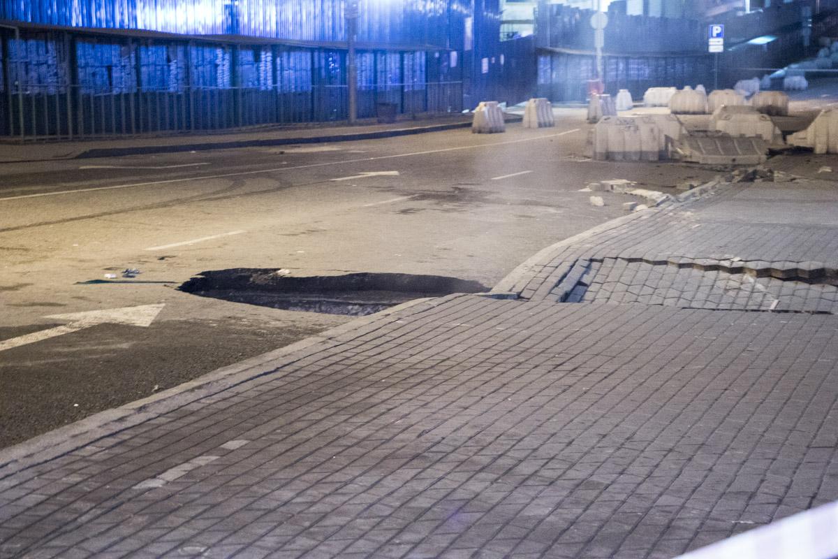 Около 23:00 13 января на этом месте еще не было никаких повреждений