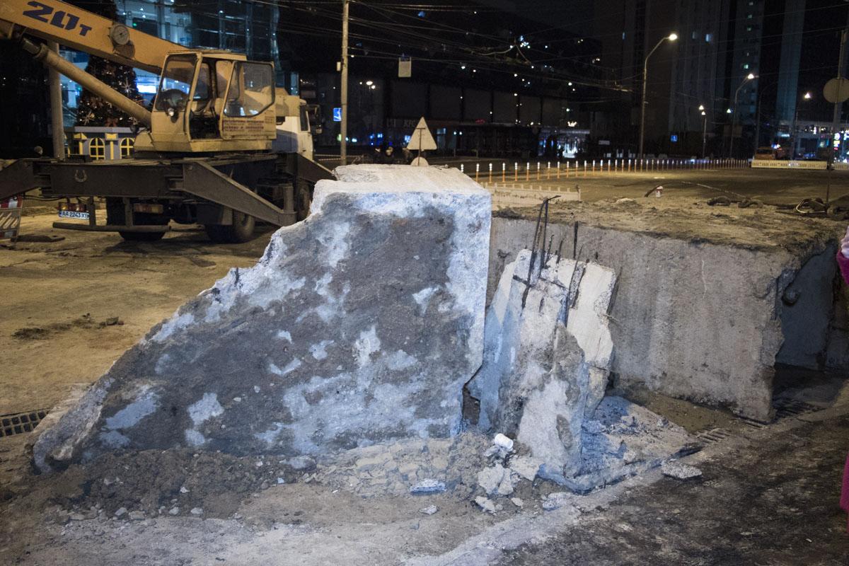 На данный момент движение по улице Антоновича полностью перекрыто