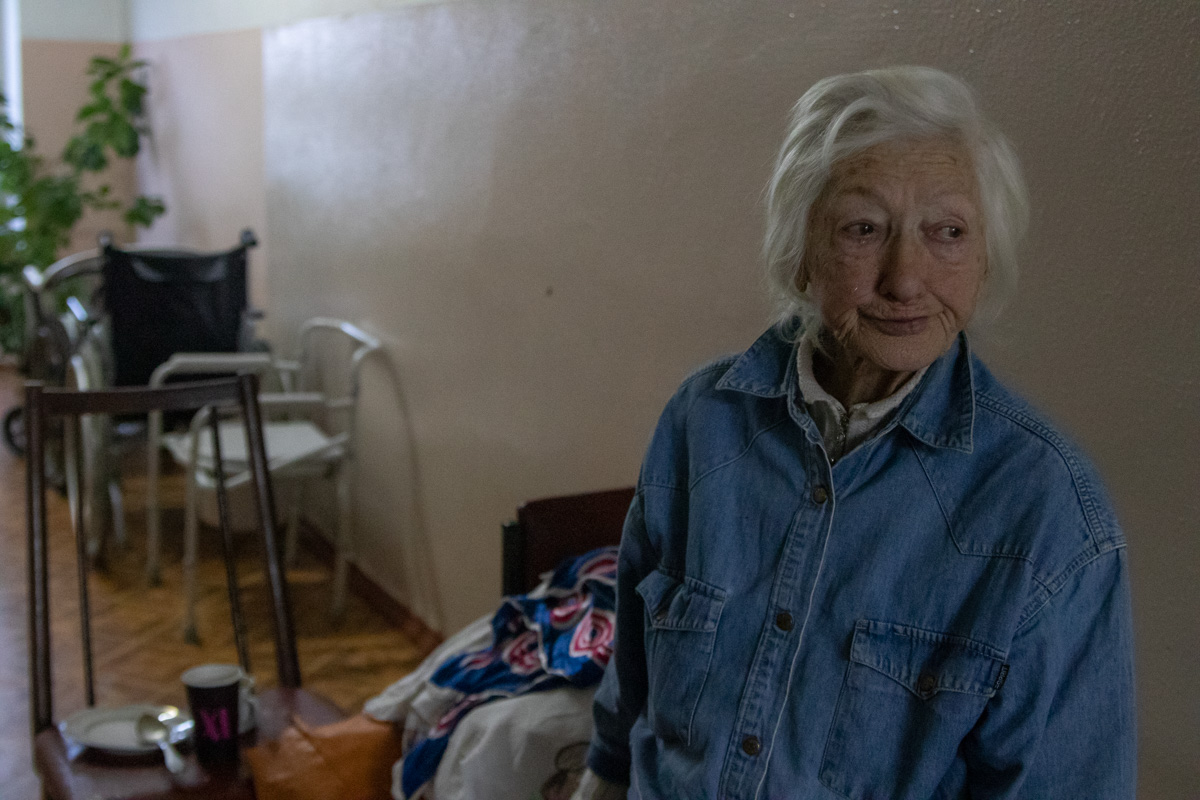Пожилая женщина по имени Александра Демина осталась без документ и крова