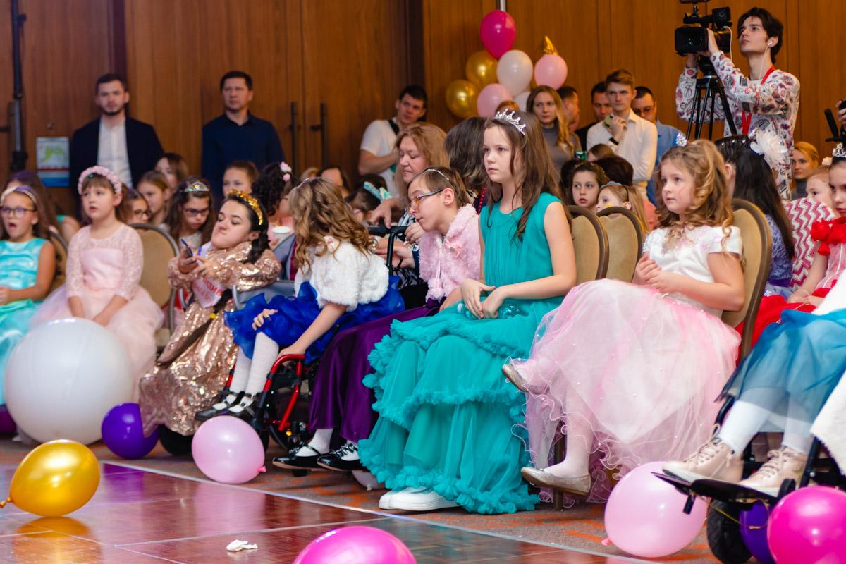 Наверное, каждая девочка в детстве мечтает надеть пышное платье и блистать им на балу