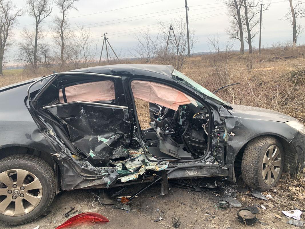 Спасателям пришлось деблокировать тело девушки из автомобиля