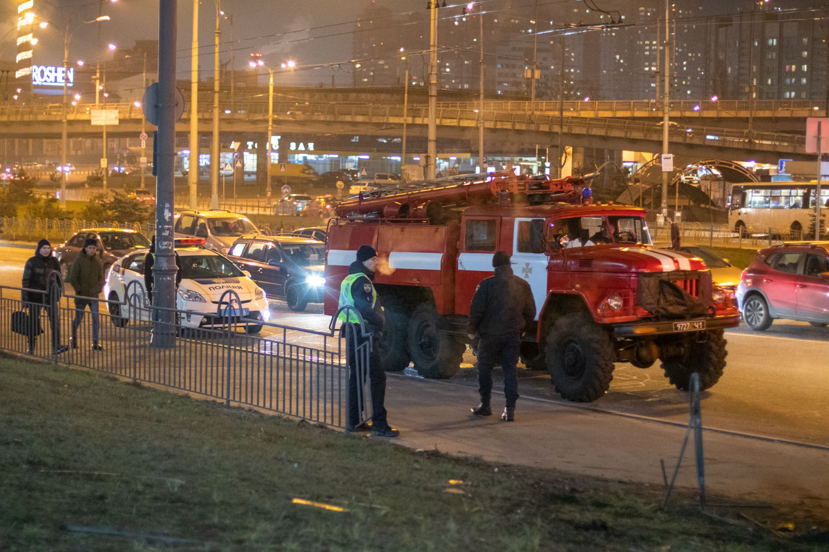 На место прибыли полицейские и спасатели