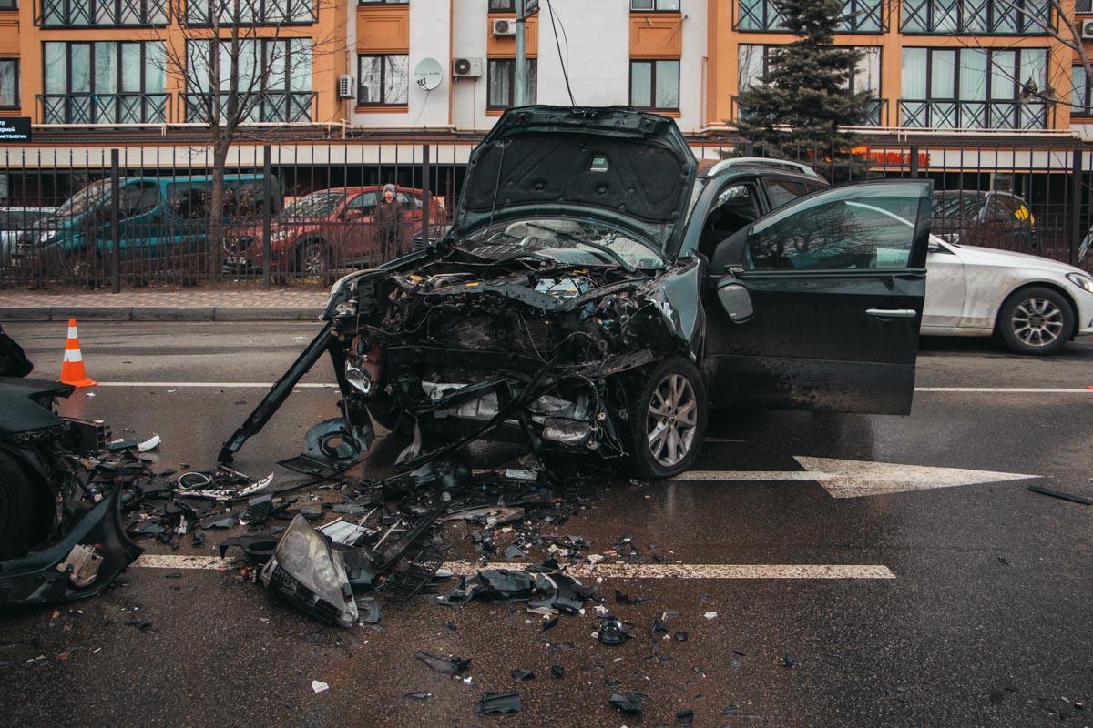 Renault и Lexus столкнулись лоб в лоб
