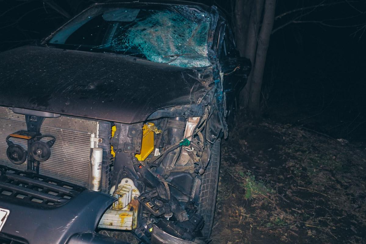 От удара автомобиль оказался в кювете
