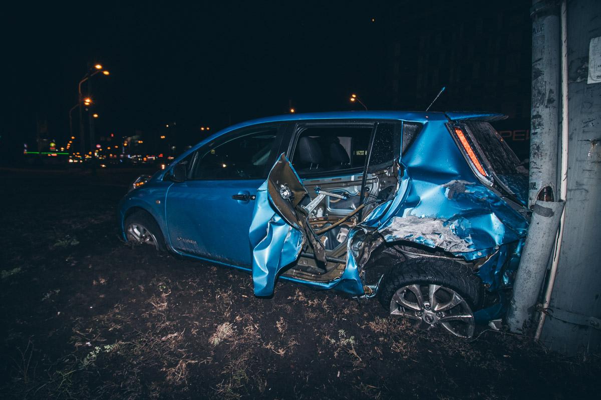 Одним из участников аварии стал Nissan Leaf