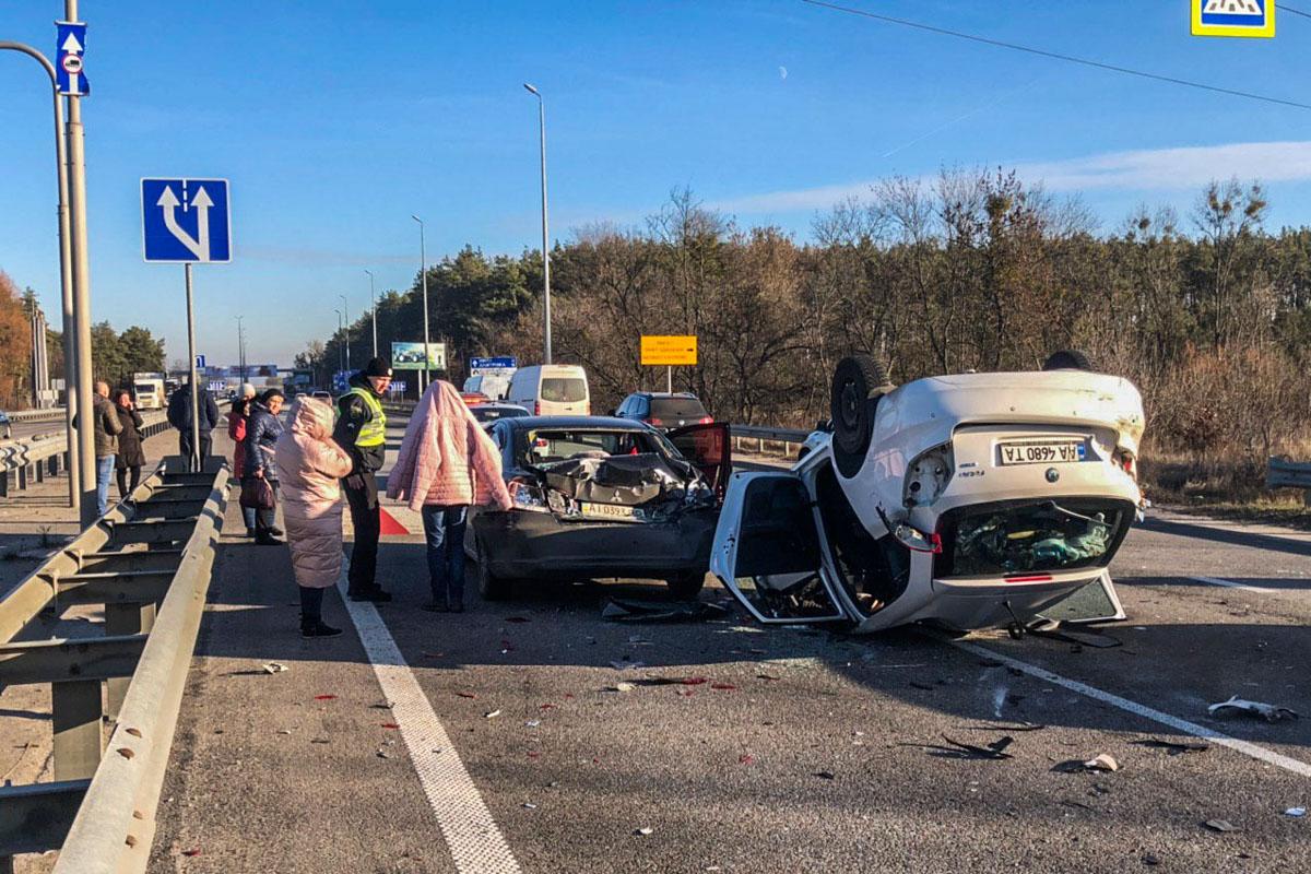 3 января под Киевом на Житомирской трассе произошло ДТП с участием четырех автомобилей