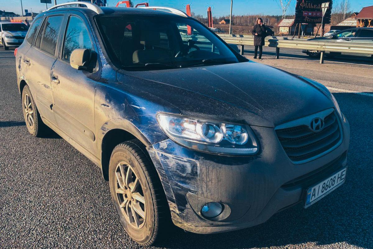От удара Hyundai врезался в Mercedes