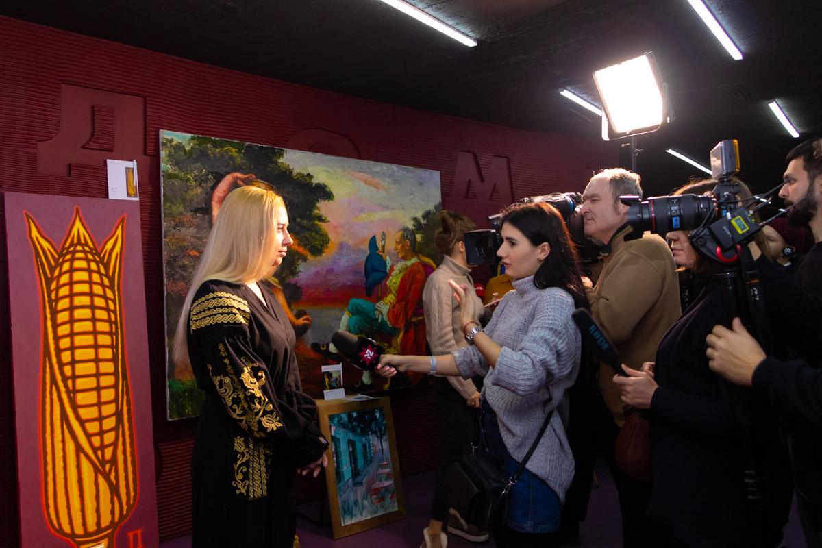 Тоня Матвиенко общается с прессой