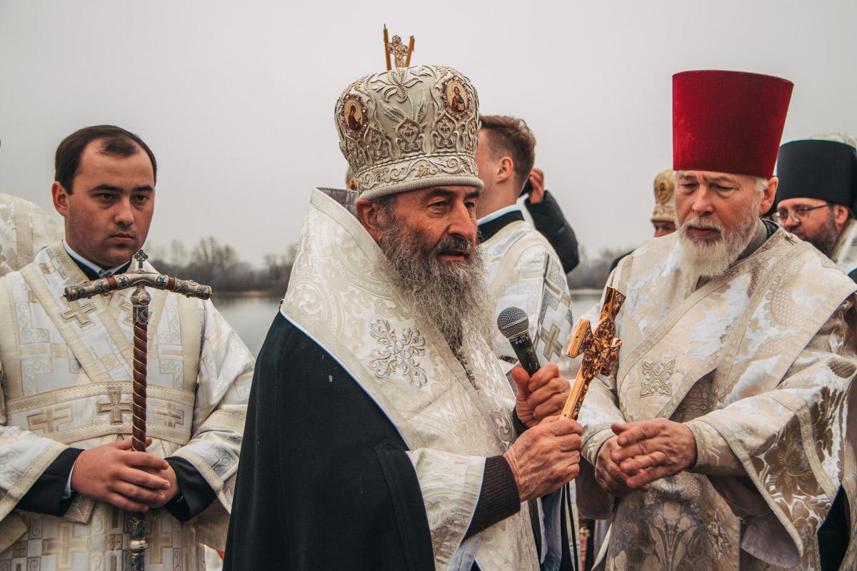 Митрополит поздравил всех с великим праздником