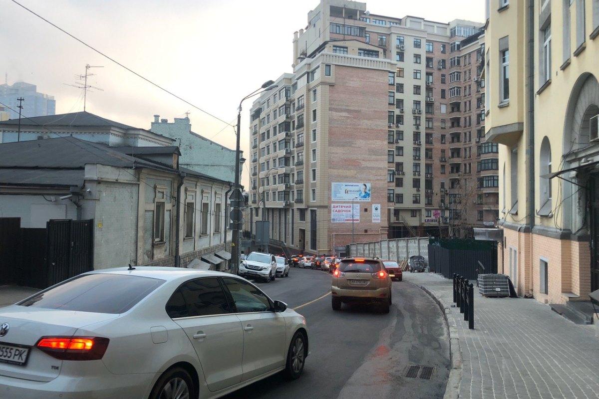 Дорожное покрытие восстановили, а тротуары уже почти полностью обновили фэмами
