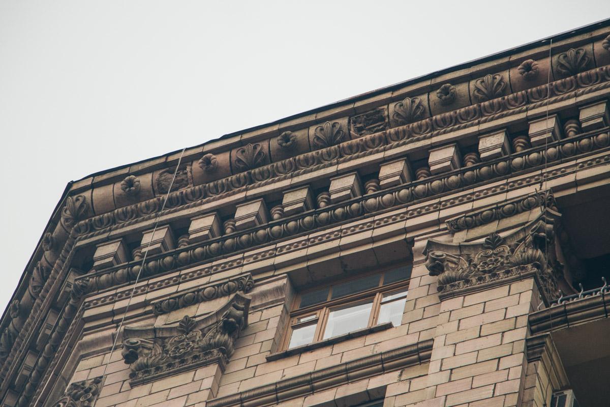 Элементы декора пропали в домах на улицах Крещатик, Лысенко, Костельной и на Шелковичной