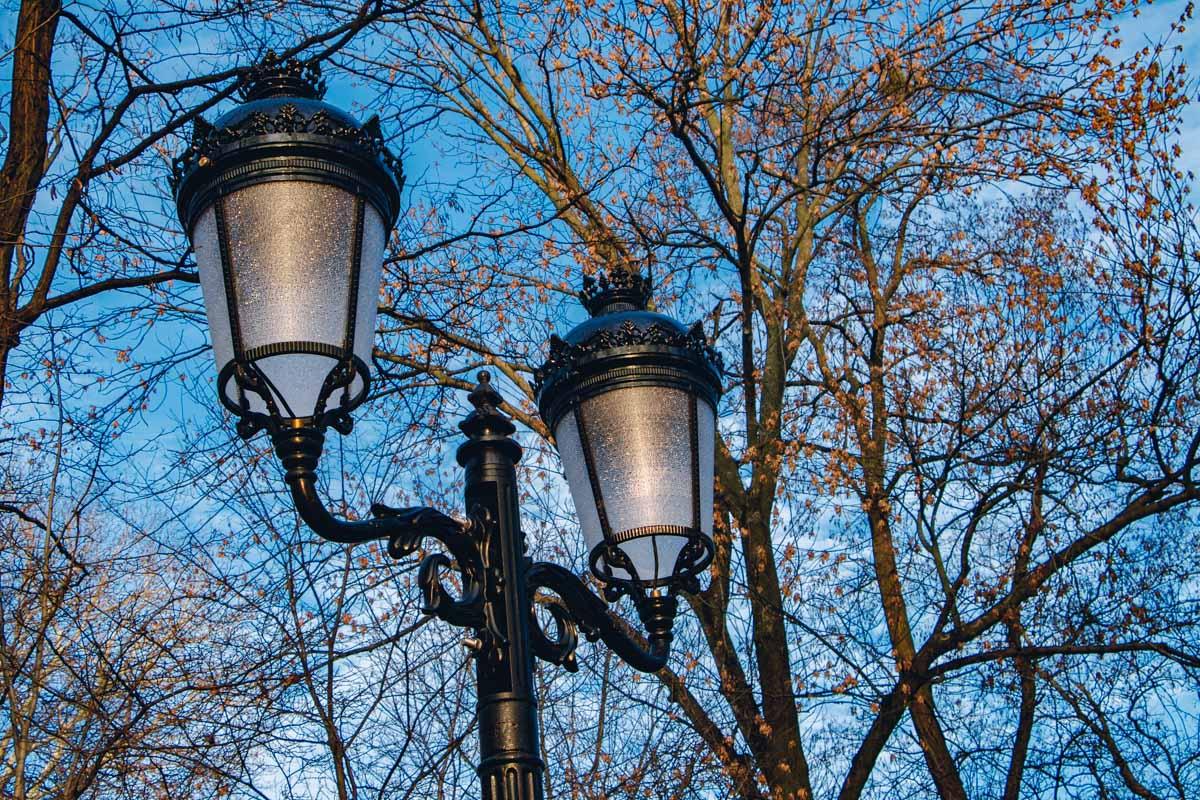 Активисты утверждают, что реконструкция аутентичных фонарей также вышла бы дешевле