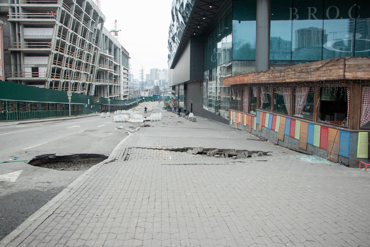 """По словам сотрудников """"Киевтеплоэнерго"""", под новыми провалами нет теплосетей"""