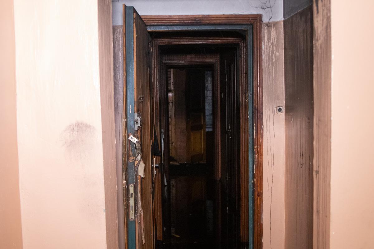 В одной из комнат нашли труп мужчины. Ему было 65 лет