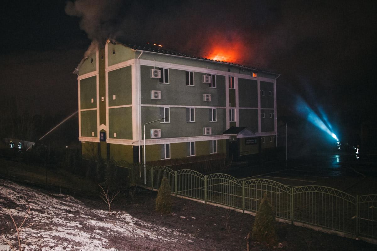 Ранним утром 8 января в Киеве по адресу улица Пожарского, 64, который находится в селе Троещина, произошел пожар