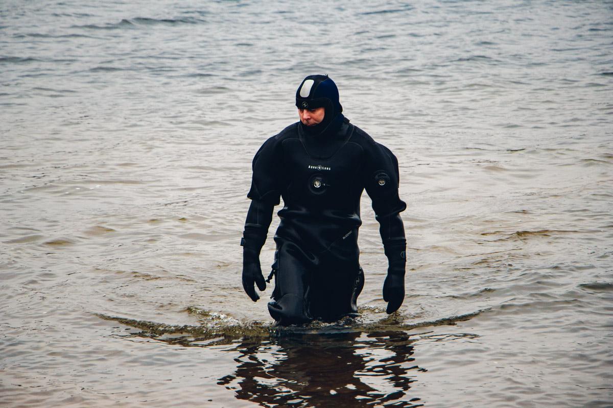 Водолазы проводили инструктаж по погружению в воду на Крещение