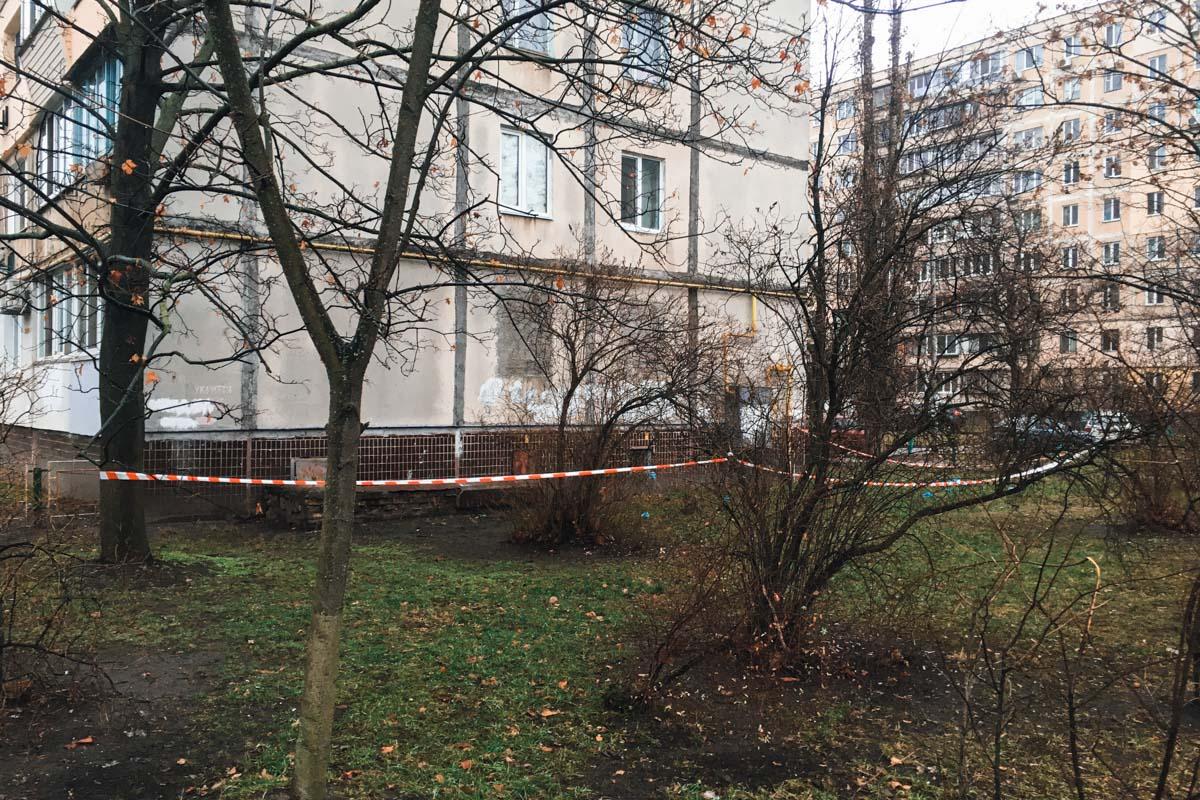 на улице Маршала Малиновского в подвале нашли разлагающиеся тела троих мужчин
