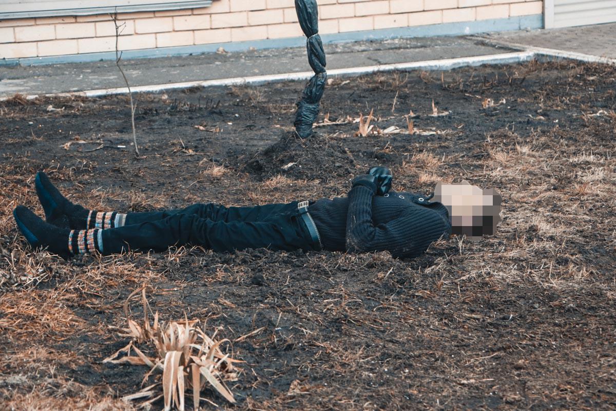 Погибший был без верхней одежды и обуви. На его руках были перчатки.