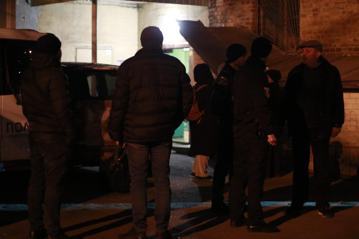 4 января в Подольском районе столицы по адресу улица Кирилловская, 127 хозяйка квартиры обнаружила в ней два трупа
