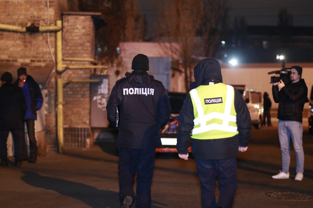 На данный момент полиция ищет улики и устанавливает возможных подозреваемых