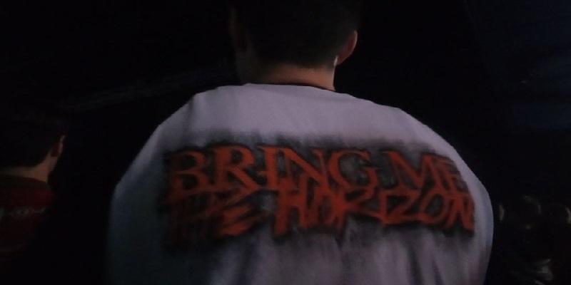 Многие пришли в футболках с символикой группы