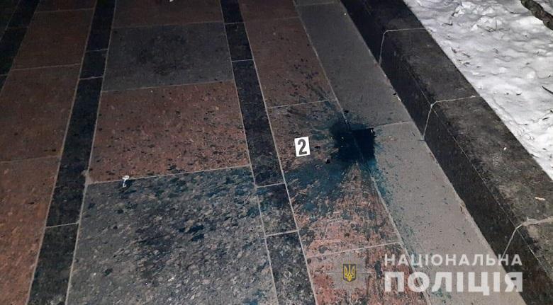 Ночью в понедельник, 10 февраля, в Мариинском парке Киева неизвестные облили зеленой краской памятник
