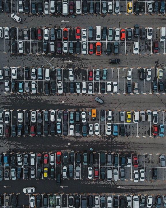 Кажется, что в этом городе машин больше чем людей. Фото: @fantakr