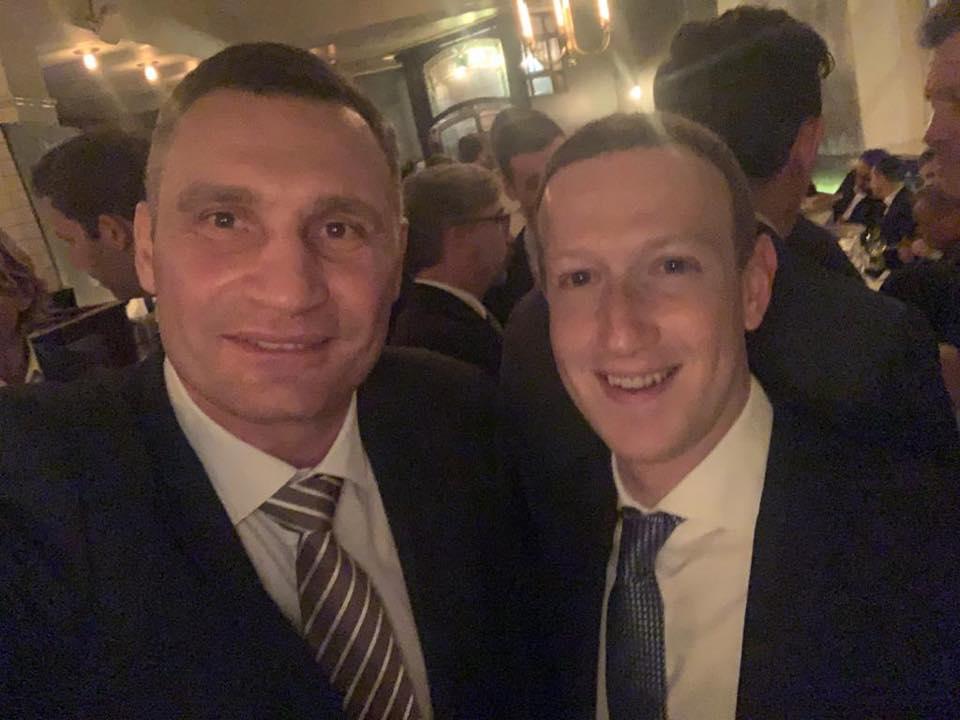А Виталий Кличко рассказал, что впервые о фотографии попросил он, а не его