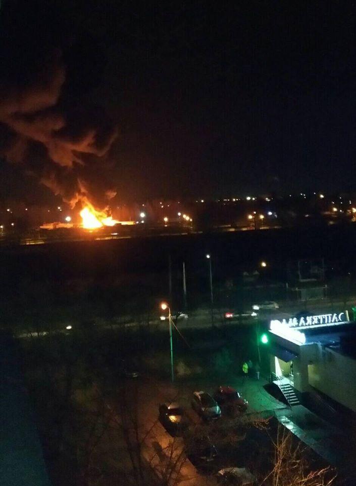 На территории гаражного кооператива горели пластиковая тара и поддоны