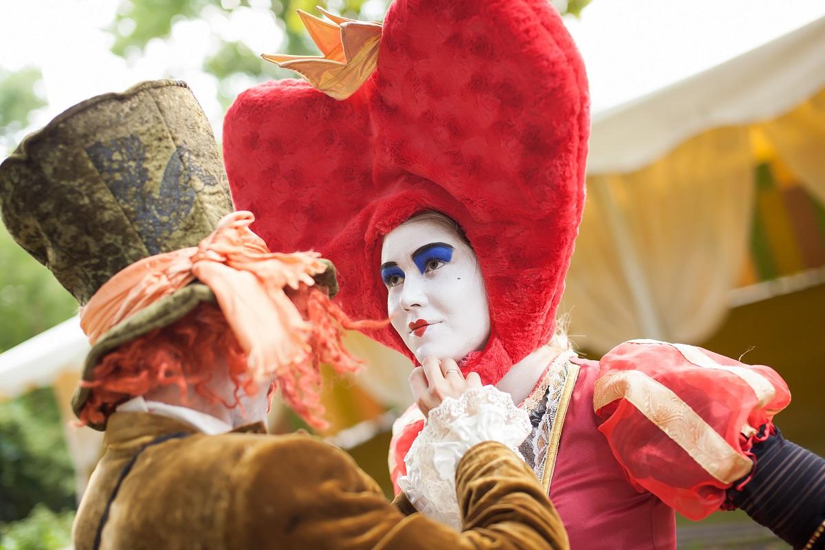 """Праздник будет в стиле """"Алисы в стране чудес"""""""