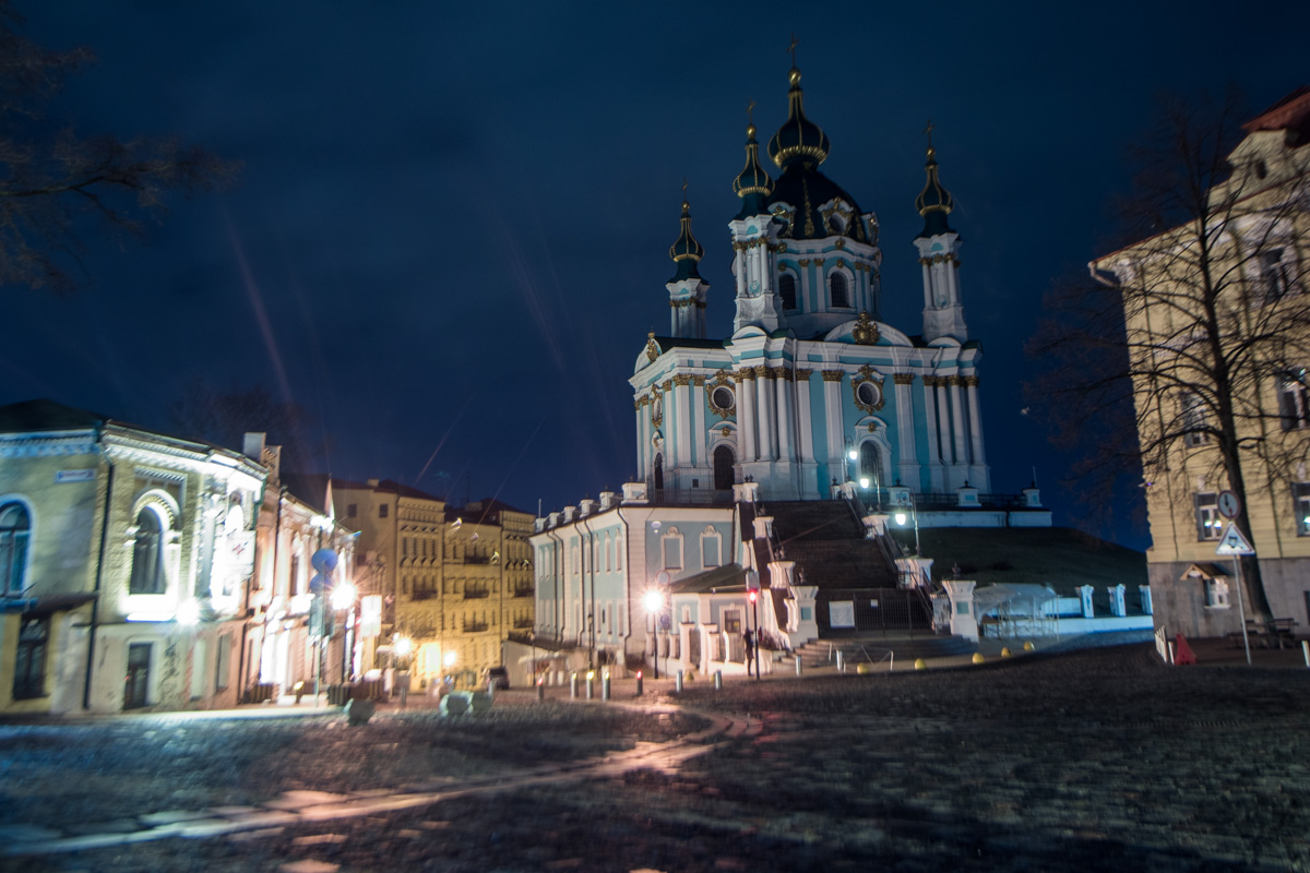 Андреевской церкви не нужны фонари, она и так сияет