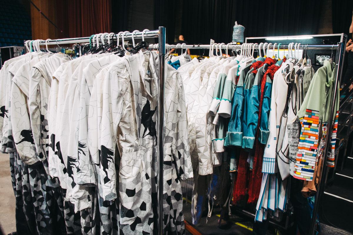 Только на одно шоу у них подготовлено более 2000 элементов костюмов