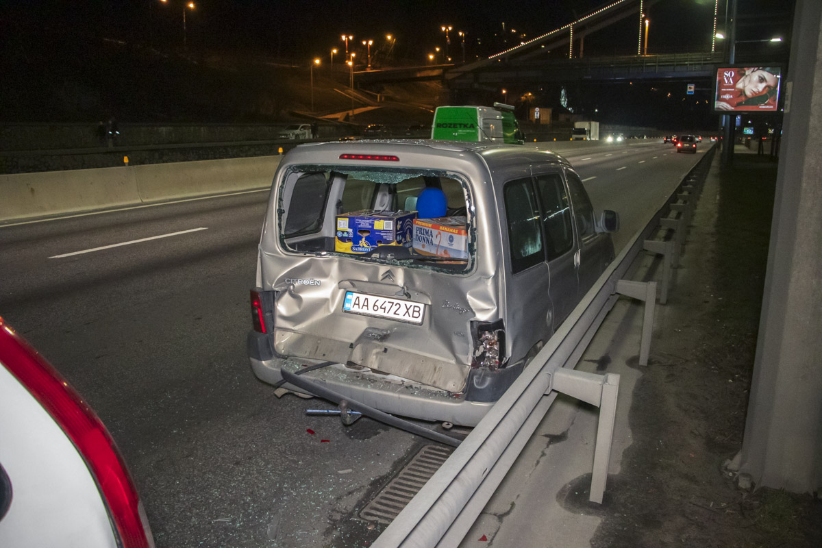 Honda развернуло и отбросило в Citroen