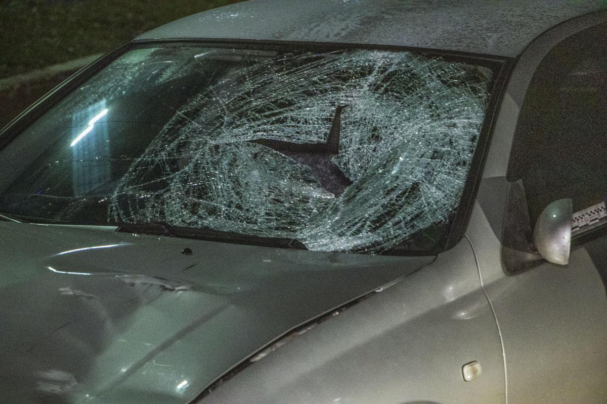 Очевидцы утверждают, что Nissan продолжил движение и пытался скрыться с места происшествия