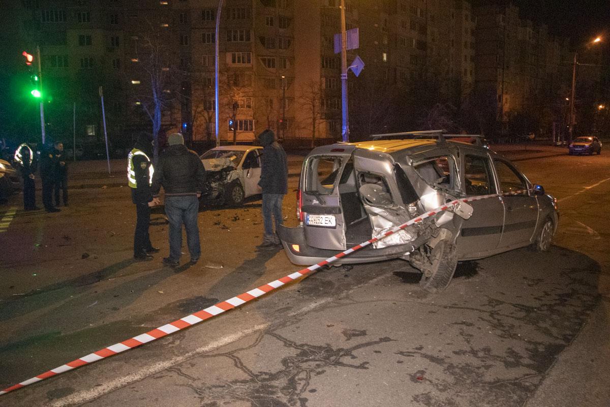 17 февраля в Киеве на перекрестке улиц Оноре де Бальзака и Сержа Лифаря произошло серьезное ДТП с пострадавшими