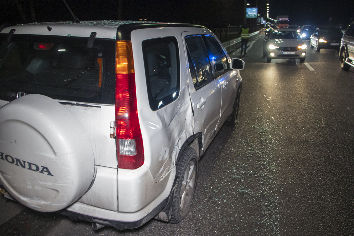 Volkswagen зацепил Honda во время обгона