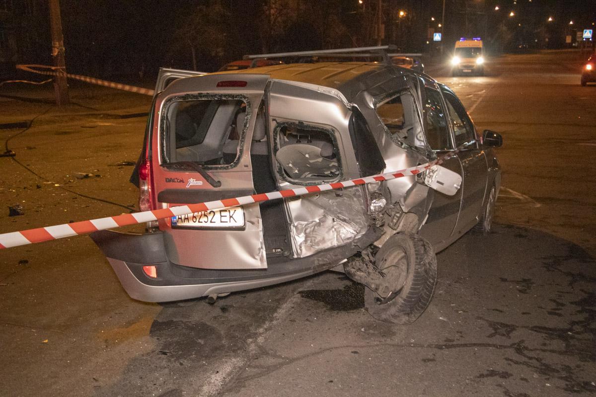 От удара Dacia развернуло